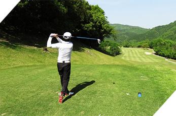 大阪のゴルフスクール「イーグルゴルフ」のラウンドレッスン風景
