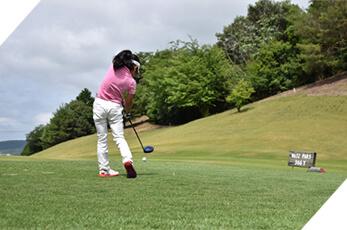 大阪のゴルフスクール「イーグルゴルフ」のジュニアレッスン風景