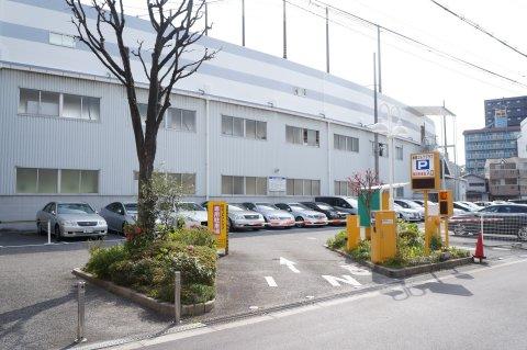 イーグルゴルフ桜宮校(桜宮ゴルフクラブ)の建物と駐車場の写真